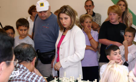 .Polgar takes on numerous players at a time.